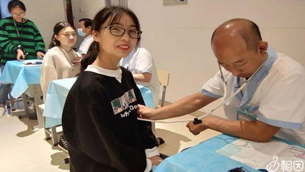 正在接受抽血检查的患者