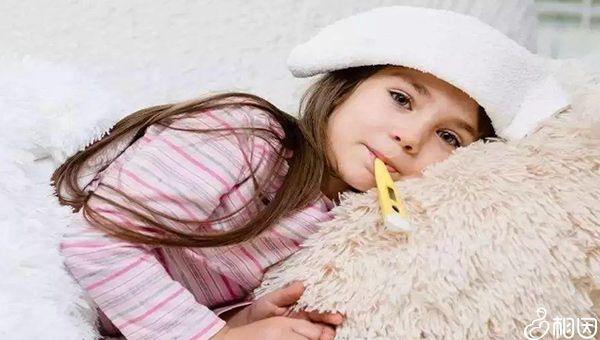打疫苗后发烧的孩子