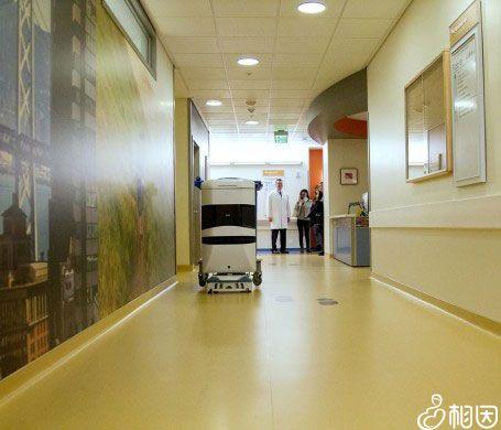 医院走廊一角