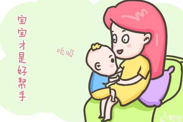宝宝在吃妈妈的母乳
