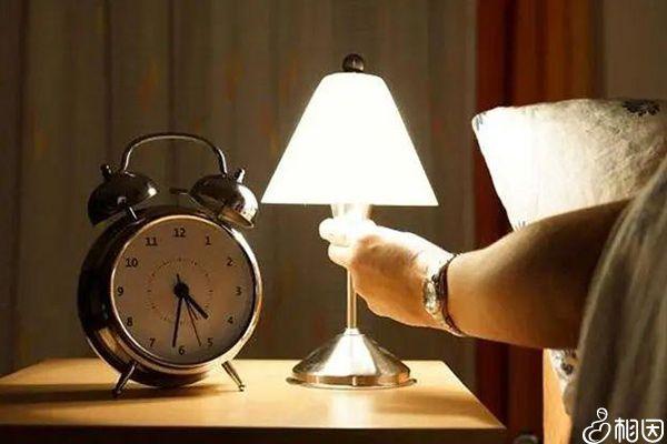 晚上睡觉前不能做的事